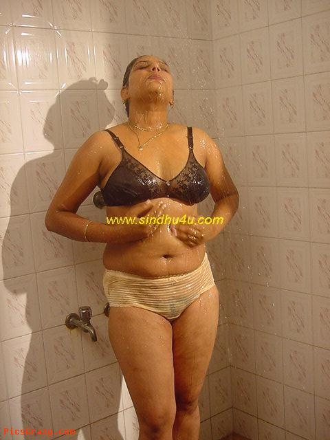 Sindu bath kerala hot for Hot bathroom